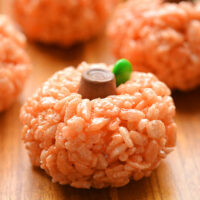 Rice Krispie Treat Pumpkins | An Easy Halloween Treat Idea